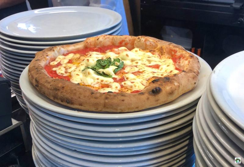 La vera pizza napoletana ingredienti e impasto