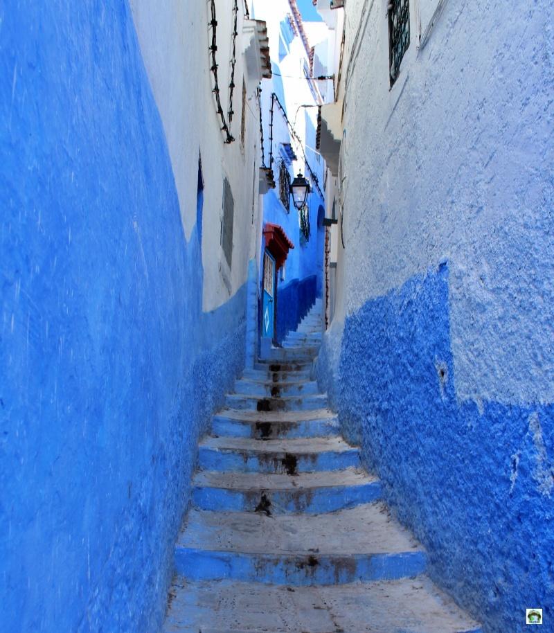 vicolo stretto città blu