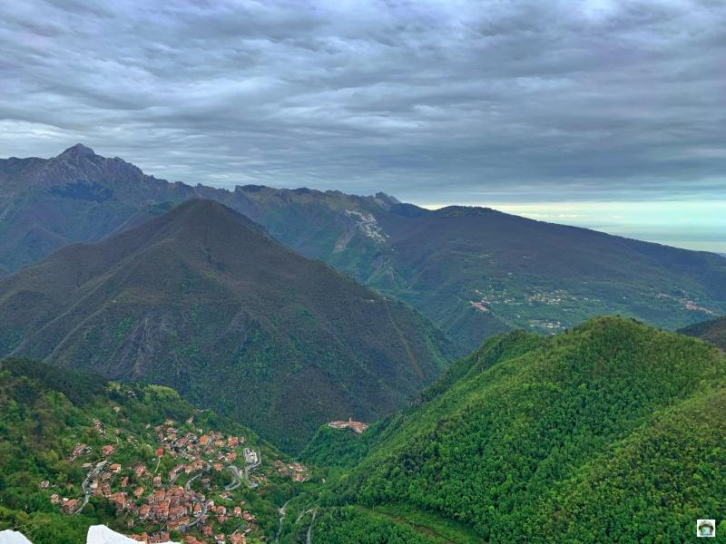 panorama alpi Apuane