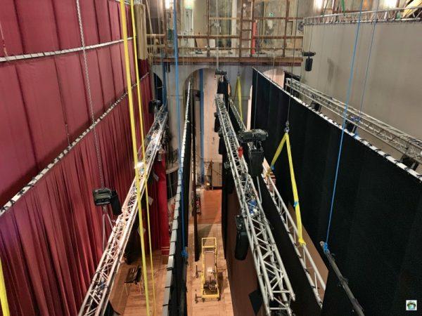 dal soffitto del palco del Teatro Grande di Brescia