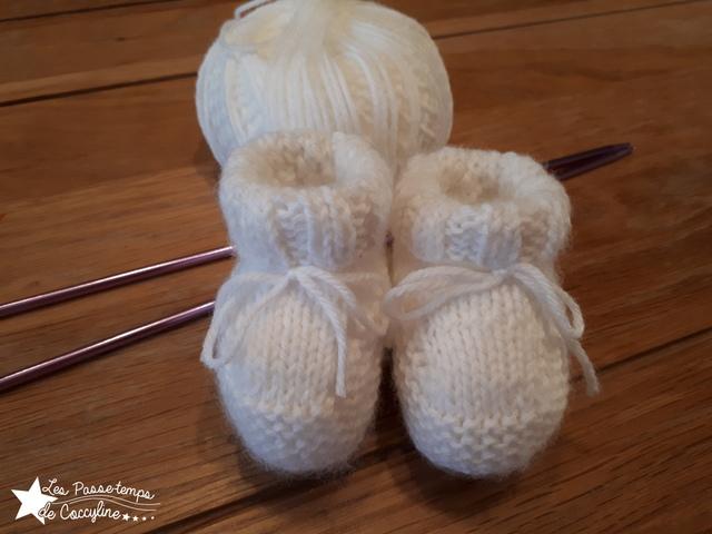 Premiers chaussons pour bébé au tricot