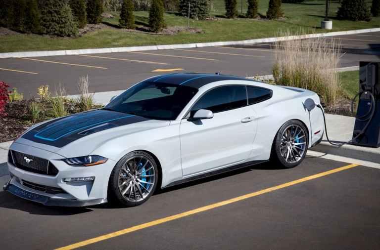 Ford Mustang Lithium recargando