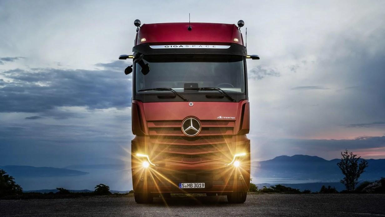 Mercedes-Benz camión semi-autónomo