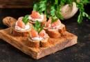 Tostadas de salmón ahumado y pepino