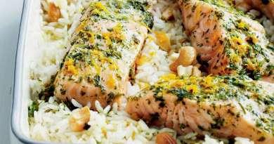 Salmón al vapor con arroz y anacardos