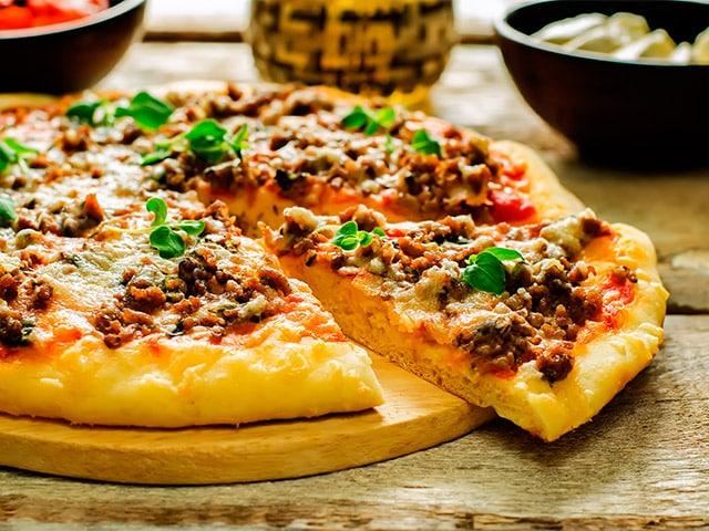 Receta Pizza de Carne Picada y Bacn fcil