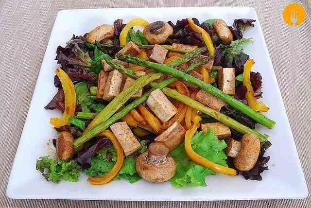 Receta de Ensalada templada de verduras y tofu fcil y