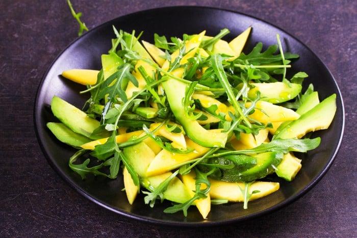 Receta de ensalada de aguacate y mango rica en vitaminas