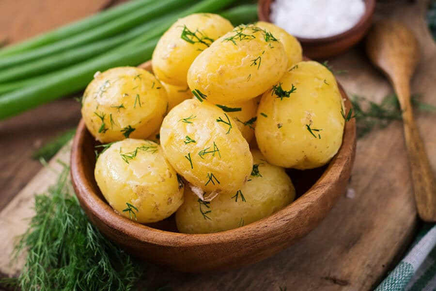 Patatas cocidas con piel