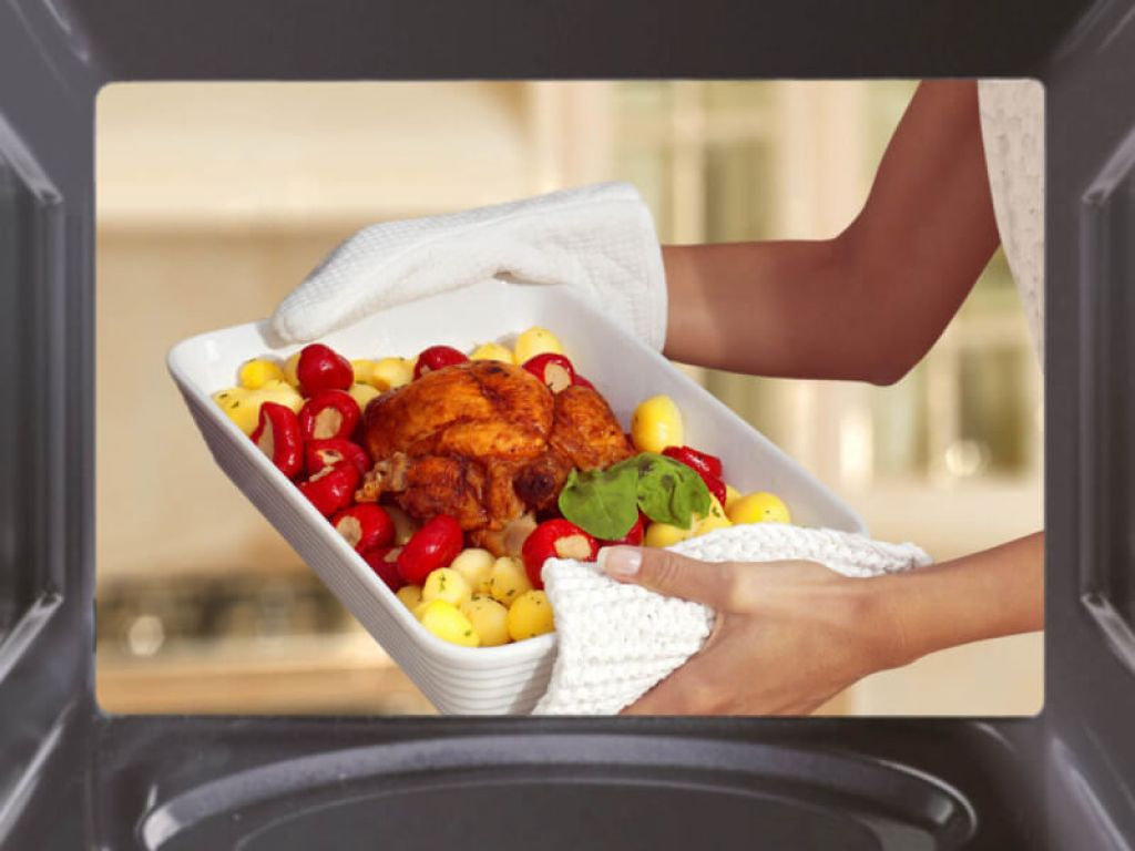 El microondas tiene un gran potencial en la cocina. Una de las ventajas de la cocción en horno microondas es que no se pierden apenas jugos de los alimentos debido a la rapidez con la que se cocinan.