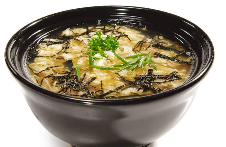 Sopa de miso con carne de cangrejo