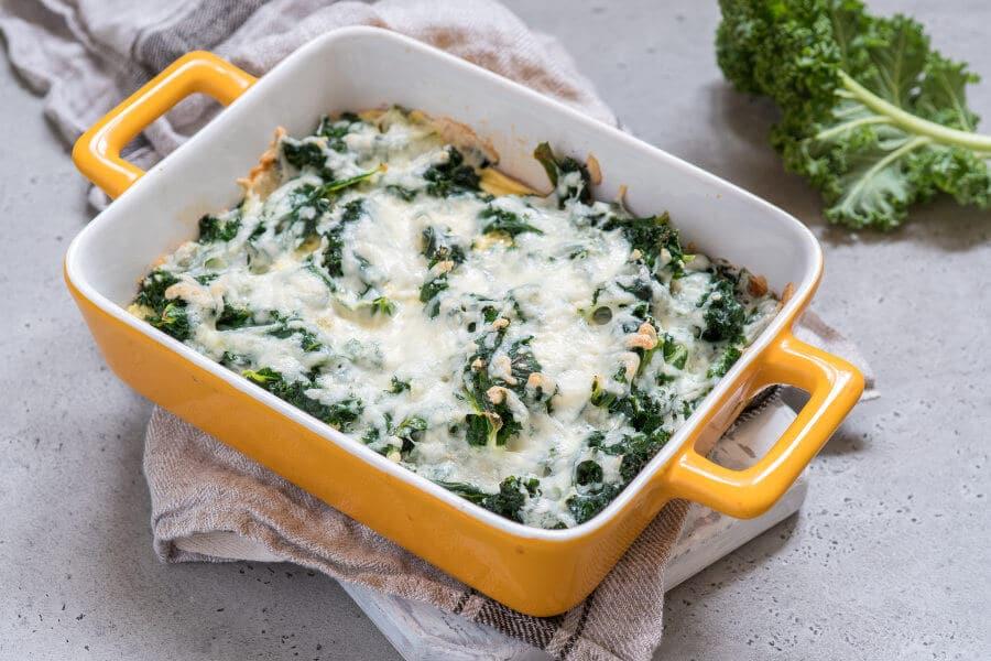 Kale al horno con huevos y queso Receta facil y rapida