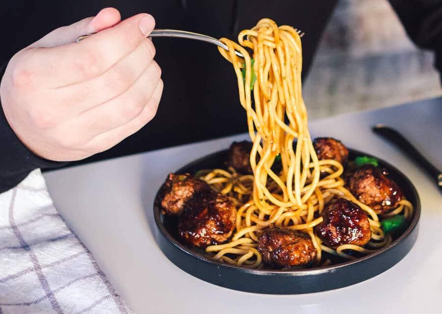 Espaguetis con albóndigas: Spaghetti meatballs [Receta americana fácil]