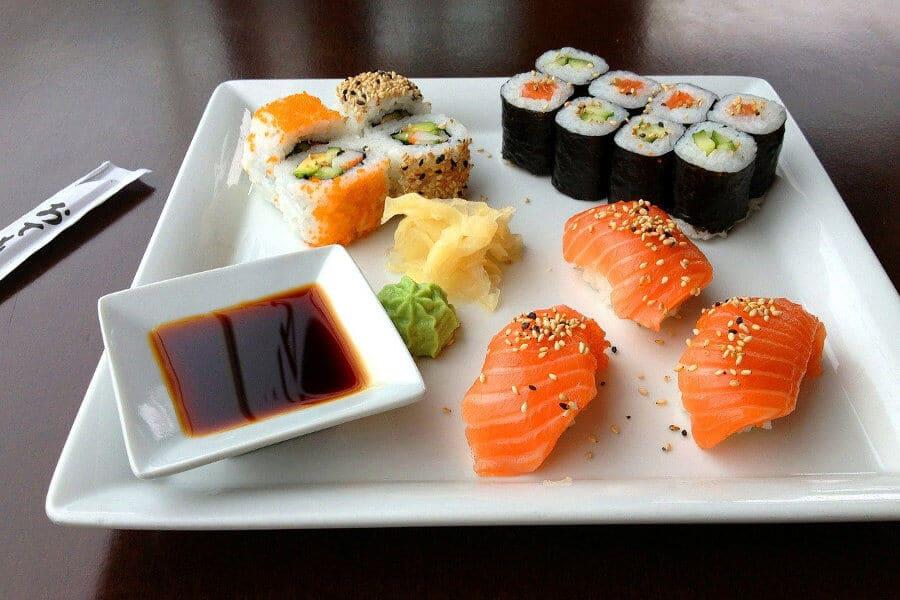 sushi wasabi jengibre salsa de soja