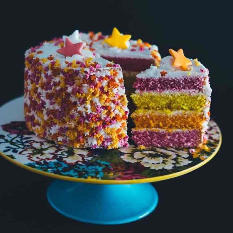 tarta arco iris con estrellas