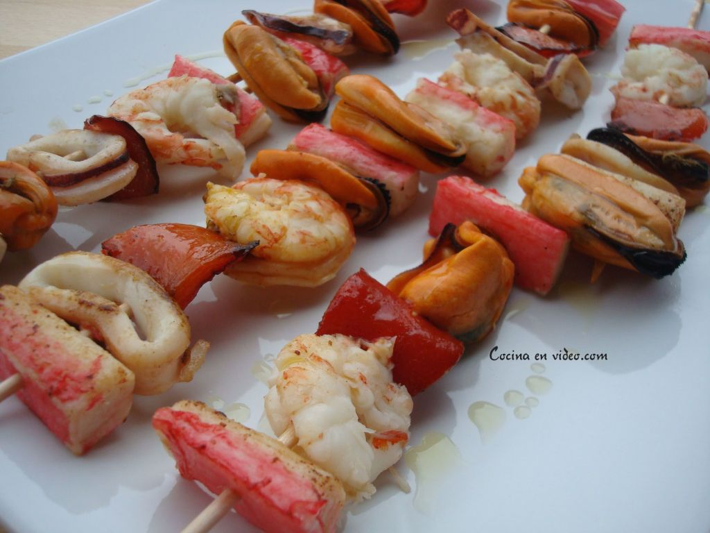 Brochetas de marisco