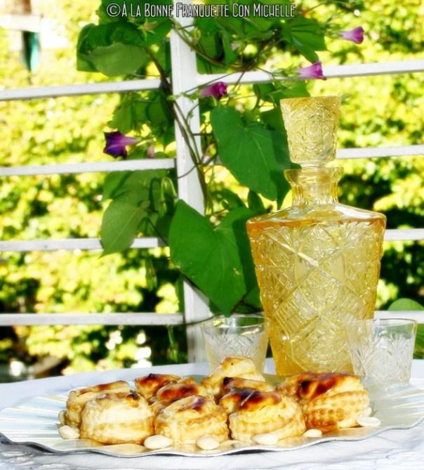 Niflettes. Hojaldres de crema pastelera aromatizada a la rosa