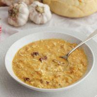 Cómo hacer Sopa de ajo con jamón serrano, receta muy fácil para entrar en calor.
