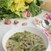 Sopa de escarola, receta de invierno tradicional de Granada.
