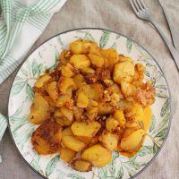 Cómo hacer Patatas al ajillo pastor, receta tradicional de Jaén