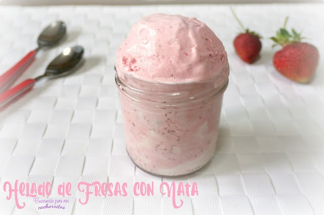 helado de fresas con nata