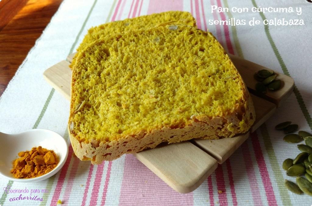 pan con cúrcuma y semillas de calabaza