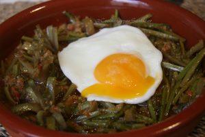 Tagarninas esparragadas con huevo