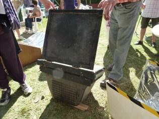 Horno solar hecho con una TV antigua
