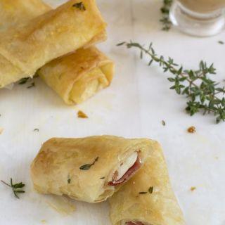 Rollitos de pasta filo con jamón y provolone