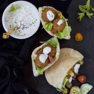 Falafel, croquetas árabes con salsa de yogurt