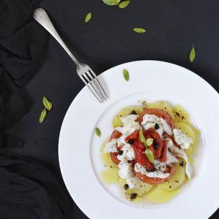 Ensalada de patata, bacalao confitado y pimientos asados