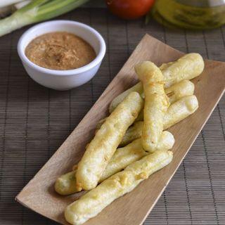 Calçots en tempura con salsa romesco, un clásico renovado