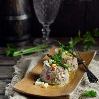 Pastel de carne picada con vinagreta de mostaza, receta fácil