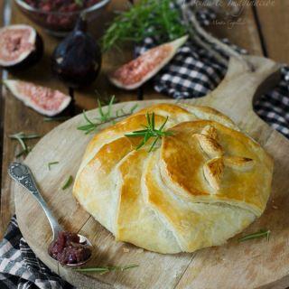 Camembert en hojaldre relleno de salsa de higos