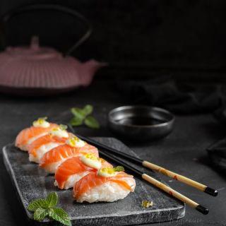 nigiris de salmón