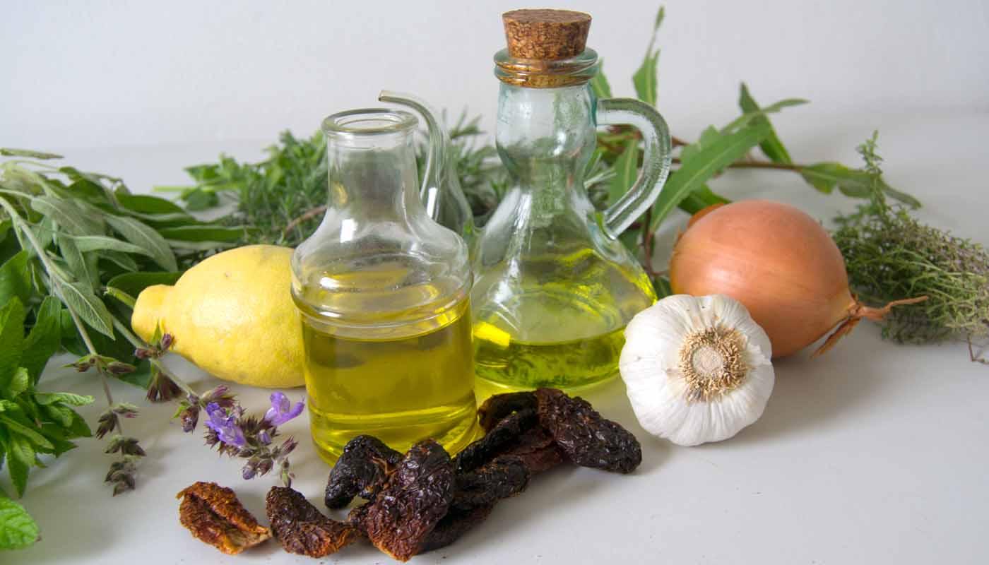 Cómo hacer aceites aromáticos caseros - trucos y técnicas de cocina