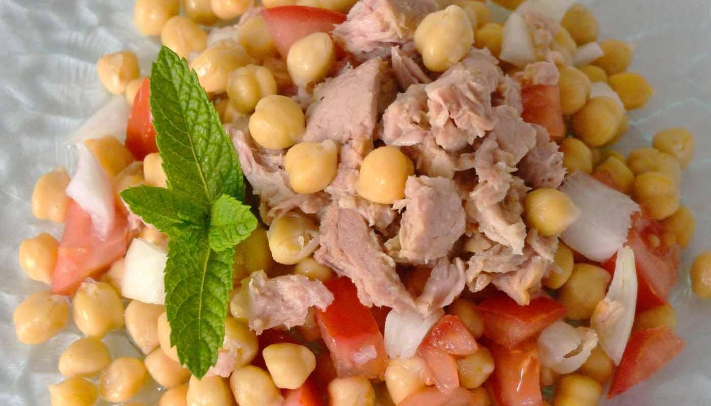 receta de ensalada de garbanzos y atún - garbanzos en ensalada - recetas de garbanzos - recetas de legumbres - recetas de ensaladas de legumbres - recetas de ensaladas de garbanzos - recetas realfooding o real food