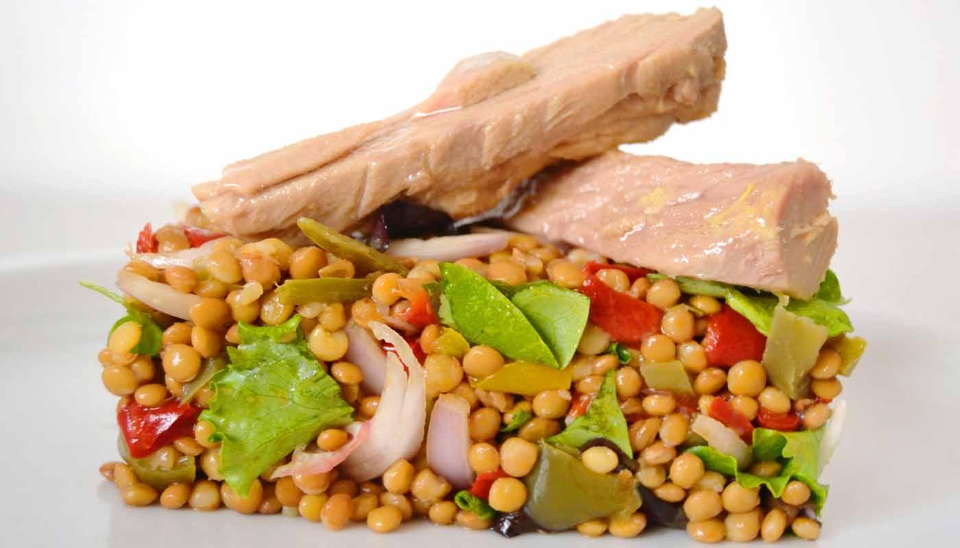 receta de ensalada de lentejas y atún- ensaladas de lentejas - recetas de lentejas - recetas de ensaladas de legumbres - recetas de legumbres para el verano - recetas realfooding o real food