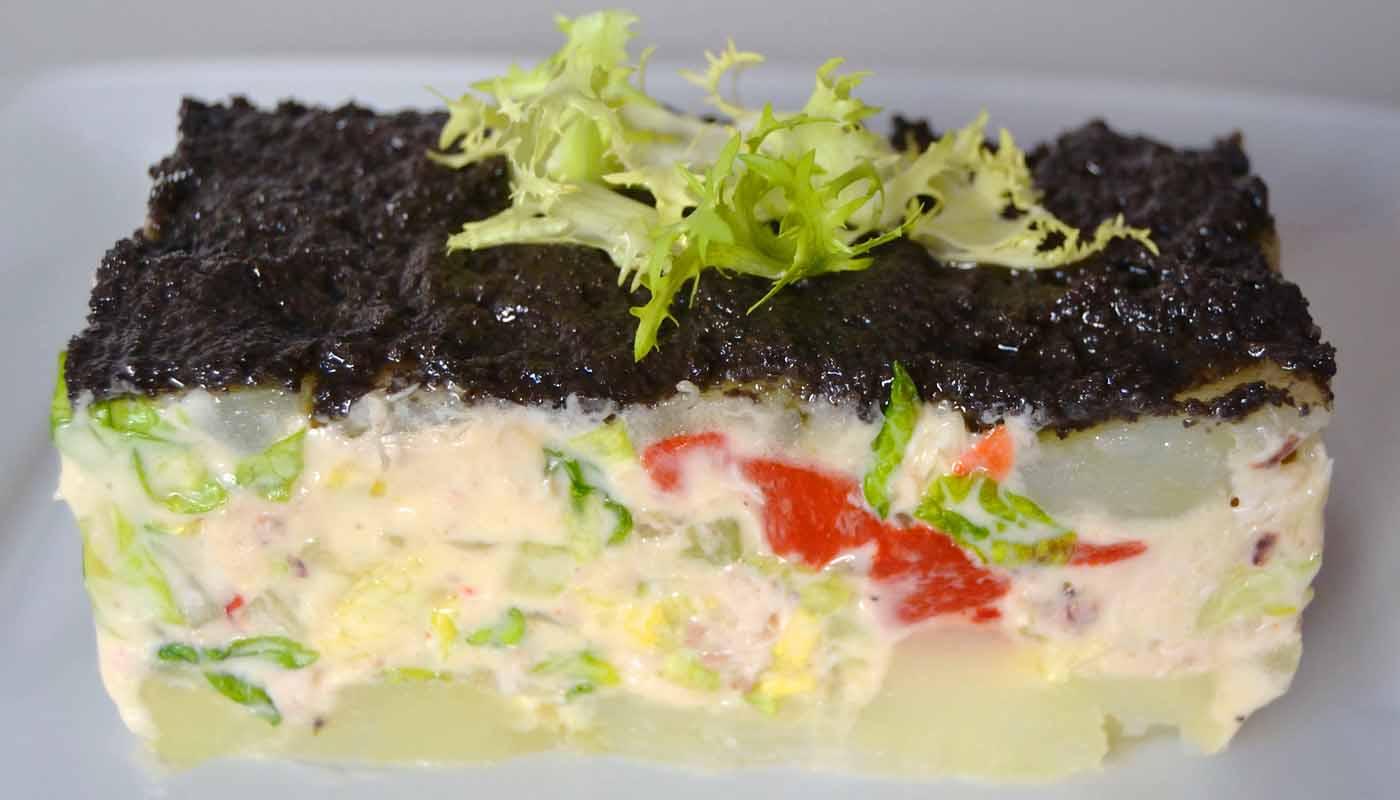 Receta de pastel de ensalada de patatas y pollo con olivada - recetas de patatas - recetas realfooding o real food