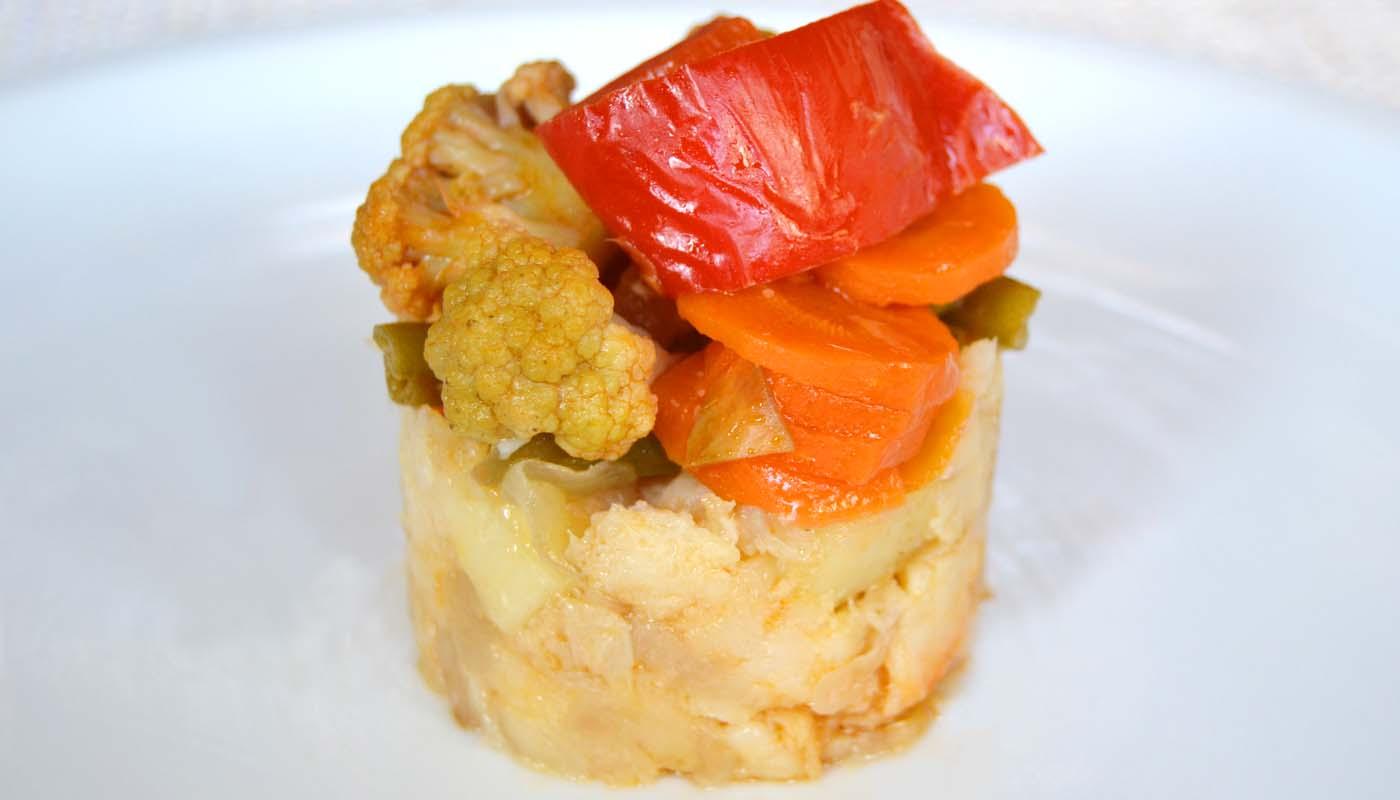 Receta de timbal de patatas frías con verduras encurtidas caseras - recetas de patatas frías y ensaladas de patatas - recetas realfooding o real food