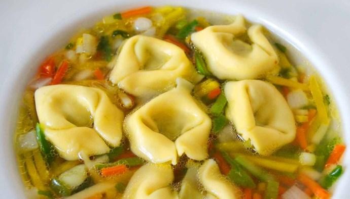 Receta de sopa juliana con tortellini - recetas de sopas de verduras - recetas realfooding o real food