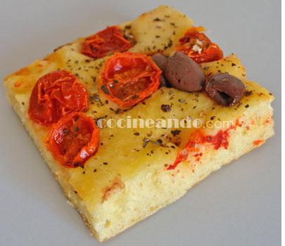 Receta de focaccia casera de tomates y aceitunas - recetas de pizzas caseras y bases con topping - recetas realfooding o real food