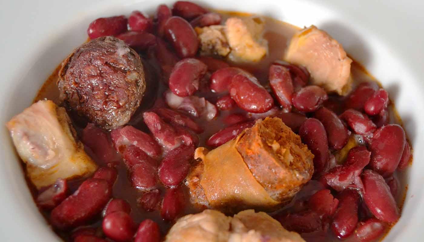 Receta de guiso de alubias rojas con morcilla, chorizo y costillas de cerdo - recetas de alubias o frijoles - recetas de legumbres - recetas realfooding o real food
