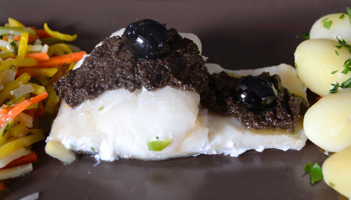 Receta de bacalao al vapor con olivada o paté de aceitunas - recetas de pescados y mariscos - recetas realfooding o real food