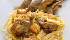 Receta de pasta con codornices al ajillo - recetas de pasta con carnes - recetas de pasta - recetas realfooding o real food