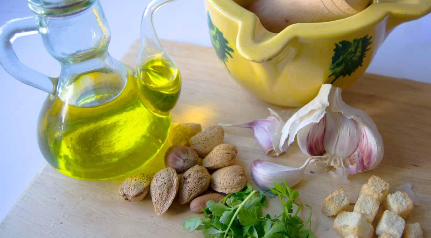 Qué es una majada o picada en cocina - como hacer una majada y como incorporarla a nuestras recetas