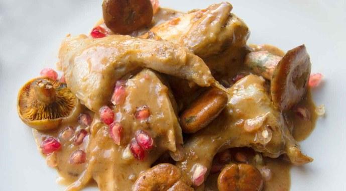 Receta de guiso de conejo con níscalos y granada - recetas de conejo - recetas de otoño - recetas realfooding o real food