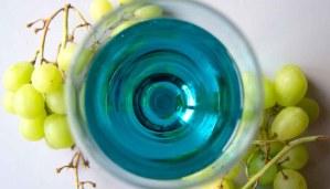 ¿Qué es y cómo se elabora el vino azul?