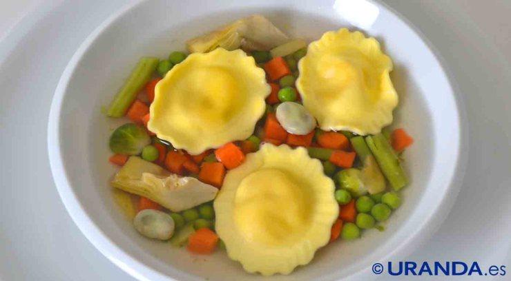 Receta de sopa de menestra y pasta rellena al pesto vegano - recetas de sopas - recetas vegetarianas y veganas