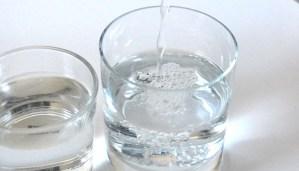cuanta agua hay que beber al dia para una buena hidratacion